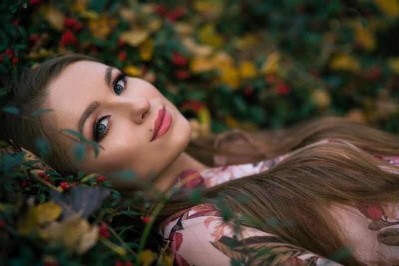 Portret z jesiennej sesji zdjęciowej dla Noemi