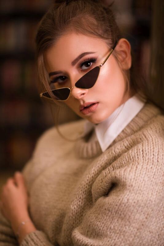 Sesja reklamowa/portret - Dominika Walaszczyk w okularach firmy Paczepacze.pl