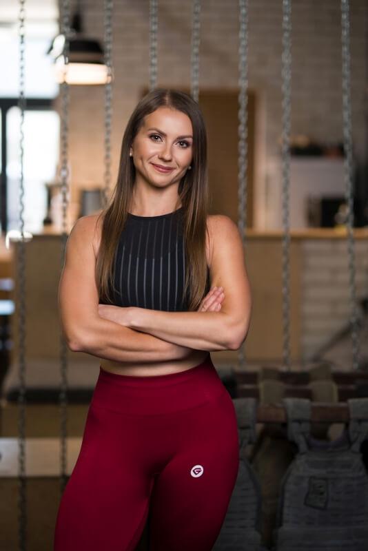 Kamila Piotrowska trener personalny na zdjęciu wizerunkowym