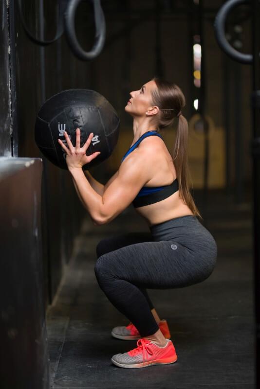 Kamila z piłką podczas treningu